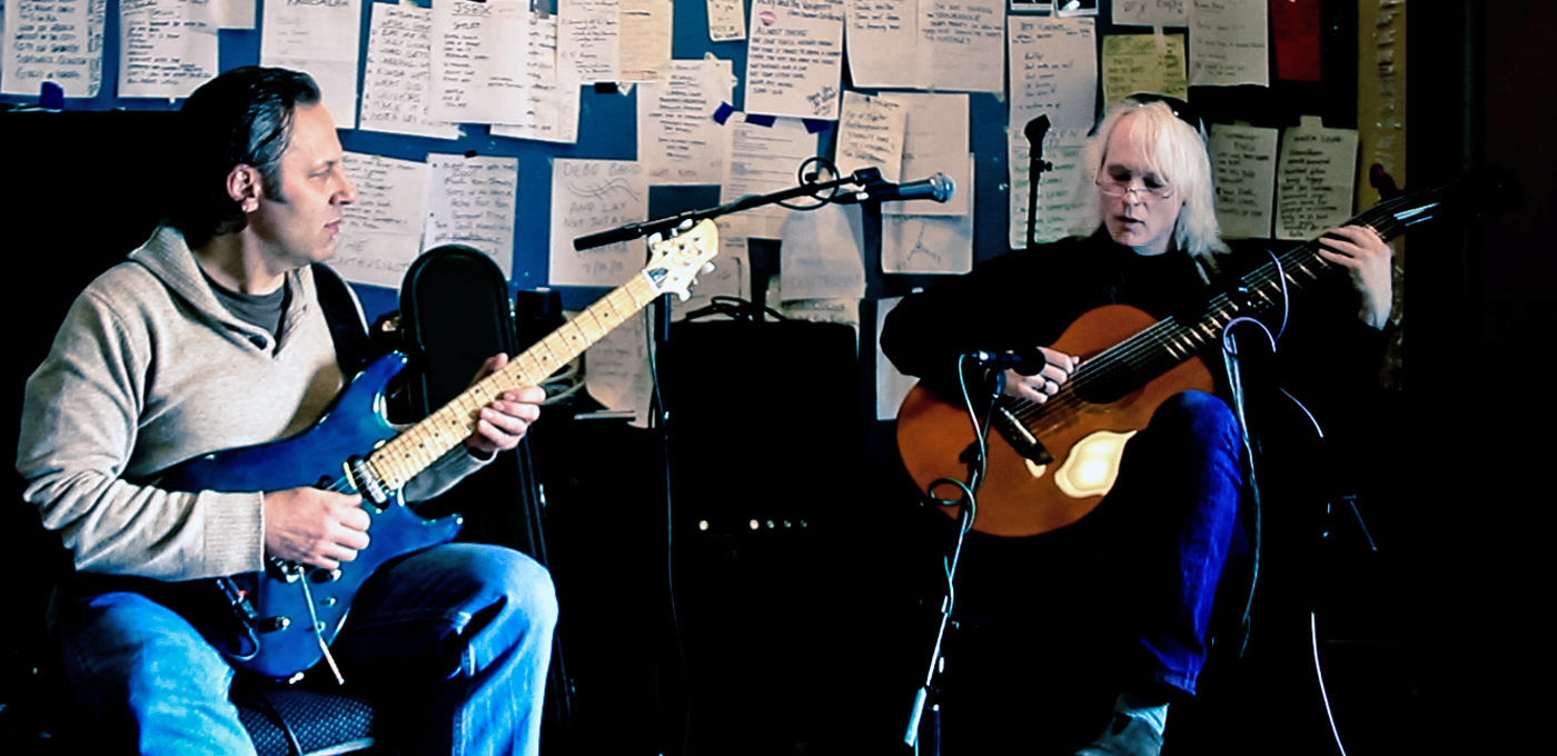 Wingfield (left) and Kastning performing live on WFMU FM