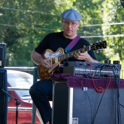 Barry Cleveland performing at ProgDay