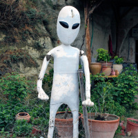 One of two alien beings outside a shop in Göreme